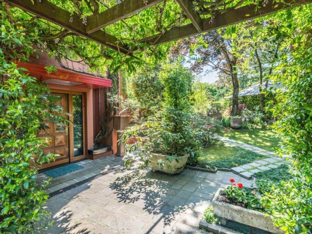 Milano 3 basiglio via vivaldi villa di tre piani for Piani di veranda anteriore